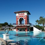 Main Pool & Swim Up bar