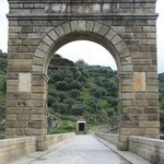 Arco y templo romano del puente de Alcántara