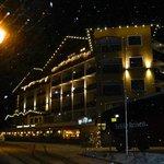 Sprookjesachtig verlicht hotel