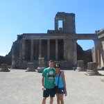 Happy couple at Pompeii