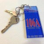 106Aの鍵。部屋の入口のカギと、室内のロッカーのカギ。
