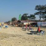 Sun lounges and shacks on Cavelossim Beach