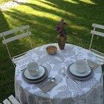 Mesa desayunos jardín