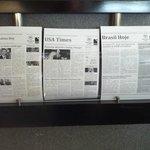 Diarios en diversos idiomas - Lobby