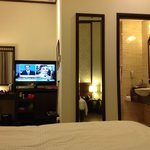 flat screen TV and spacious room - (premier room)