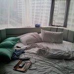 床頭就是視野非常好的窗戶