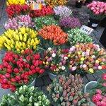 Цветочный базар недалеко от отеля