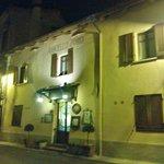 Trattoria, ingresso by night