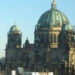 Berliner Dom visto, com zoom, de nosso quarto