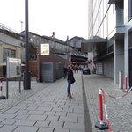 Desde la puerta del Hotel a la calle Friedistrasse (50metros)