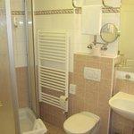 Bad mit Dusche Zi 56