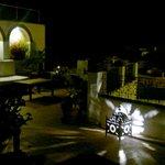Terraza del hotel por la noche