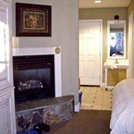 Deluxe room with gas fireplace & 2 Queen beds