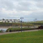 Strandpromenade, Golfplatz und -resort