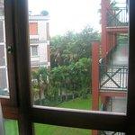 Blick von unserem Fenster auf die Zimmer mit Balkon