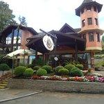 Facahada e recepção central do Hotel