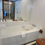 新しくリノベーションされた快適なバスルーム