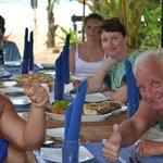 владелец отеля  Кума угощал морепродуктами