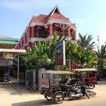 Sidewalk Never Die Hotel Siem Reap