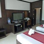Soveværelse: To enkelt senge, tv (en engelsk kanal) og køleskab