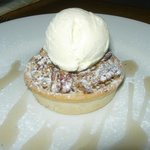 Almond and pecan tartlet