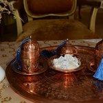 Lekker genieten van een heerlijk kopje Turkse koffie.