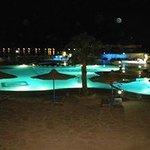 troppo bella la piscina illuminata :-p