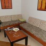 Wohnzimmer mit kleiner Küche