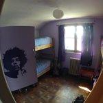 HENDRIX: Dorm x 4