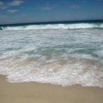 波が高くサーフィンに持って来いです。