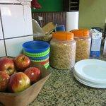 Desayuno con frutas y cereales