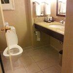 Rm 255 Exec King Old Building Bathroom