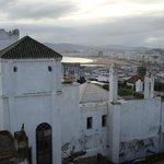 Vue sur la médina et Tanger depuis la terrasse