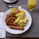 hot buffet breakfast - yum!
