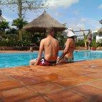 Отдыхаем у бассейна