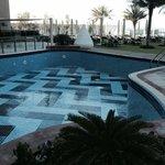 Wartungsarbeiten am Pool