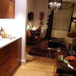 Vue de la kitchennette et de l'espace salon