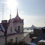 вид на старый город с террасы на крыше отеля