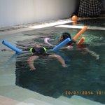 kolam renang tempat anak bermain yg menyenangkan
