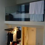 interno della camera e vista della doccia