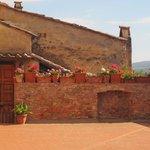 Il borgo medievale di Certaldo Alto a pochi passi dall'Hotel Certaldo