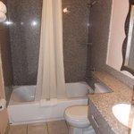 Salle de bain de la chambre 117 au 22 janvier 2014.