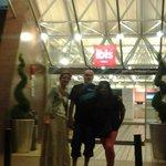 Entrada hotel Ibis
