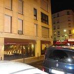 Restaurante de massas em frente ao Hotel