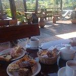 Desayuno en la terraza del Jasy, paz absoluta...