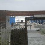 Vista desde el hotel al parador y al mar...