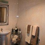 Cherry Cottage Bathroom