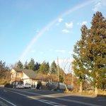 施設付近から撮影した虹です。