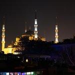 La mosquée bleue de nuit depuis la terrasse