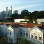 Вид из окна на Исторический музей Сингапура